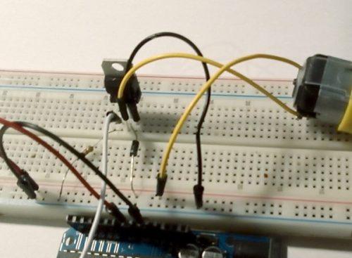 Breadboard met Arduino en MOSFET